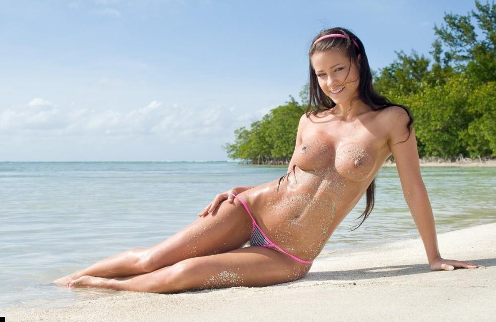телки голые на пляже фото