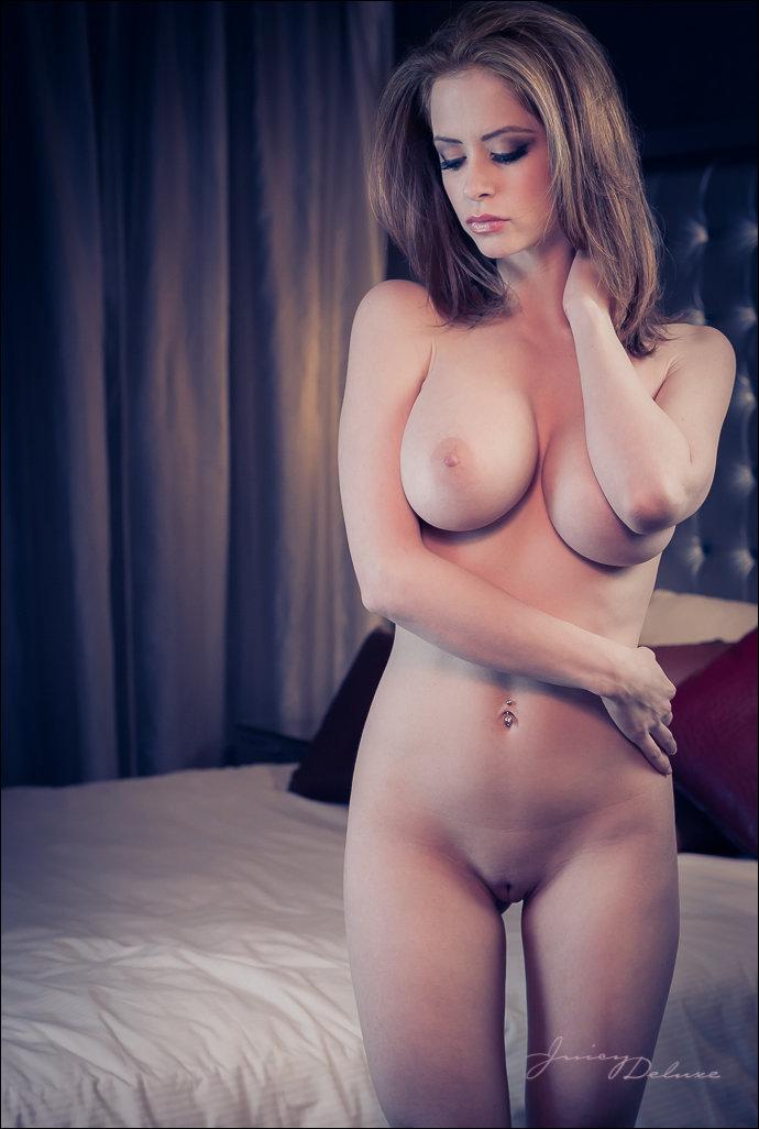Фото голая девушка с красивой грудью